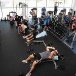אימון בחדר הכושר ספורטיב Gym