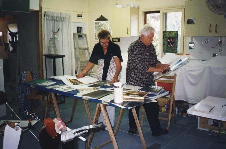 טודי וג'קלין מכינים תערוכה